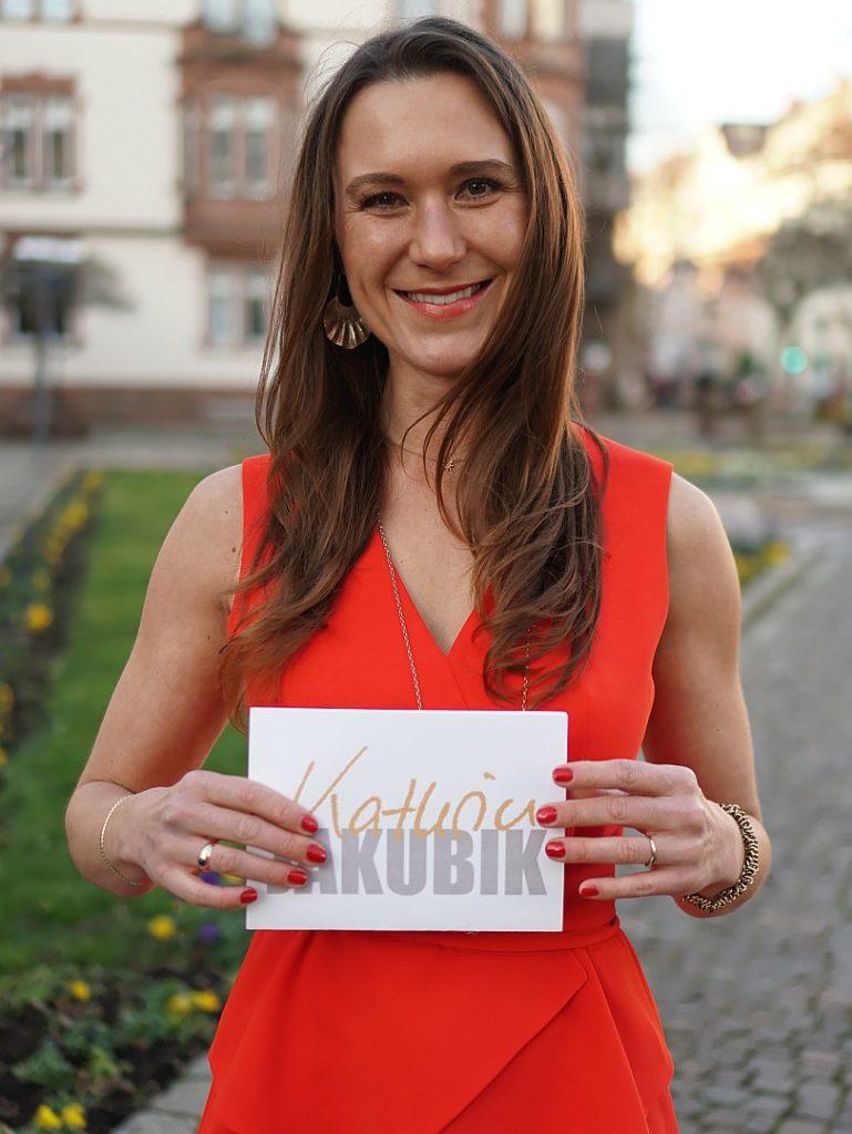 Mit Moderatorin Kathrin Jakubik haben Sie immer gute Karten